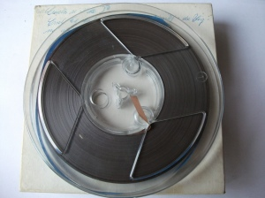 01r001c Formato: media pista, mono, 9.5cm/s, bobina 15cm. Contenido: Dictado para cm. Fecha grabacion (approx.): 1974-1978